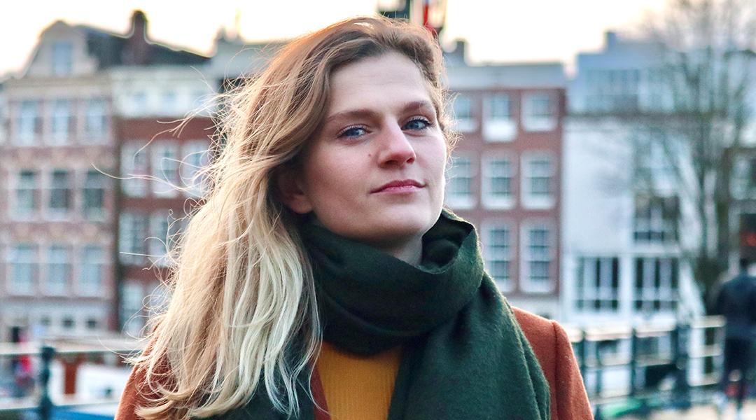 Carline van Breugel is bi+  en heeft jouw stem nodig!